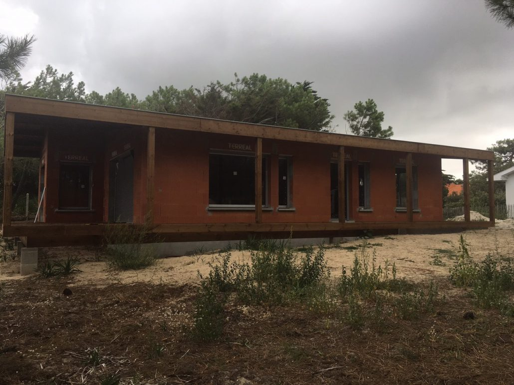 Les Menuisiers Girondins étaient présents à Soulac pour la pose de menuiseries sur une maison neuve. 2