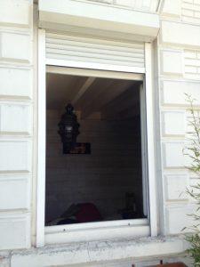 Les Menuisiers Girondins : chantier à Villenave d'Ornon pour la pose en rénovation de fenêtre et porte-fenêtre 1