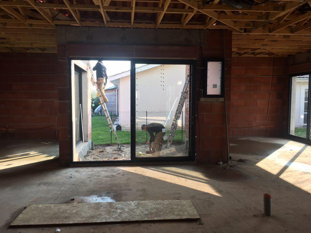 Les Menuisiers Girondins étaient au Bouscat pour la pose de menuiseries aluminium Technal sur une maison neuve - 1