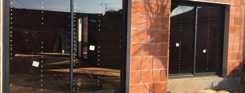 Les Menuisiers Girondins étaient au Bouscat pour la pose de menuiseries aluminium Technal sur une maison neuve.