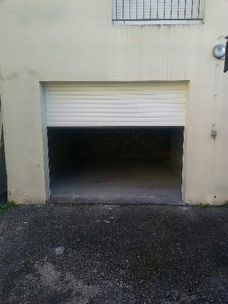 Les Menuisiers Girondins : Chantier rénovation à Eysines avec remplacement d'une porte de garage et d'une porte de service - 2