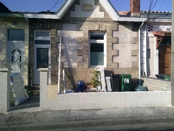 Les Menuisiers Girondins : Avant-après d'une pose de clôture en rénovation après passage du maçon sur la commune de Mérignac - 1