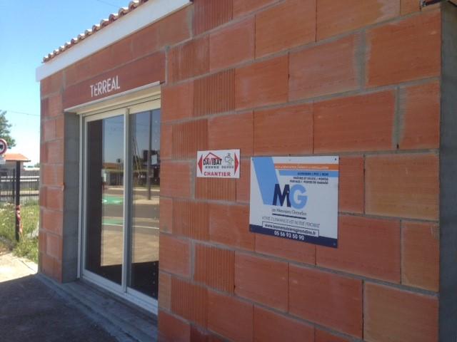 Les Menuisiers Girondins : Chantier sur bâtisse neuve avec la pose de menuiseries aluminium et PVC sur deux logements à Blanquefort - 1