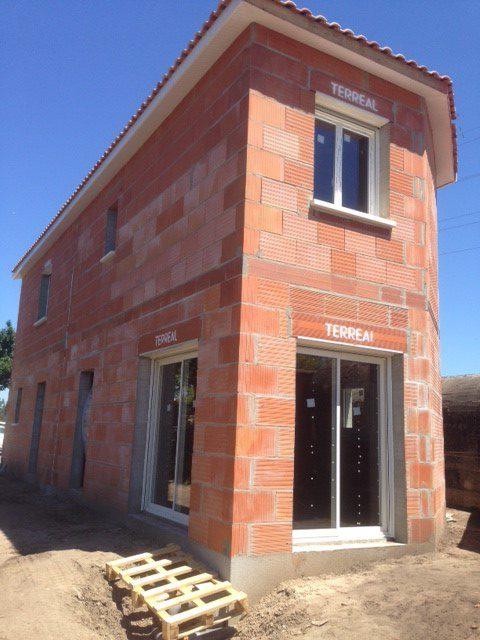 Les Menuisiers Girondins : Chantier sur bâtisse neuve avec la pose de menuiseries aluminium et PVC sur deux logements à Blanquefort - 3