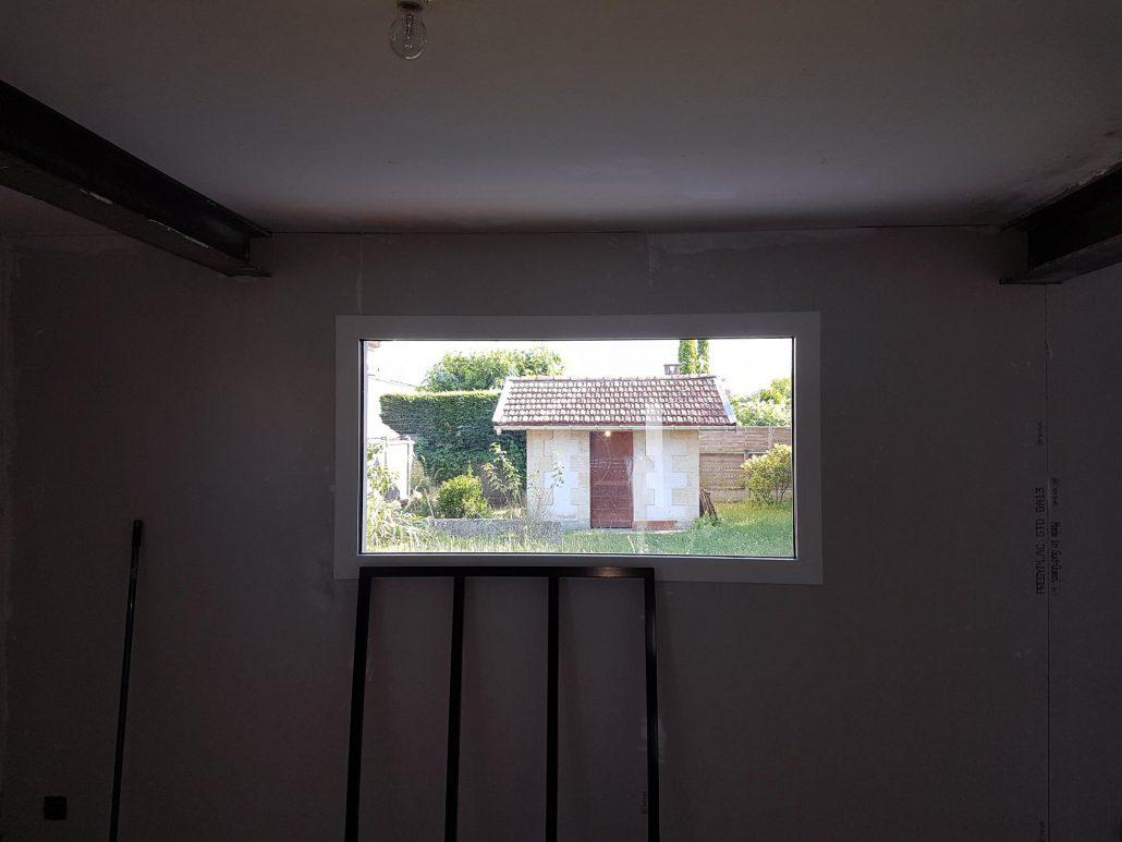 Les Menuisiers Girondins : Chantier de rénovation avec pose de fenêtres, porte-fenêtre et porte d'entrée sur la commune de Mérignac - 2