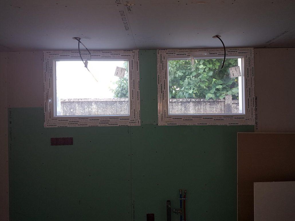 Les Menuisiers Girondins : Chantier de rénovation avec pose de fenêtres, porte-fenêtre et porte d'entrée sur la commune de Mérignac - 3