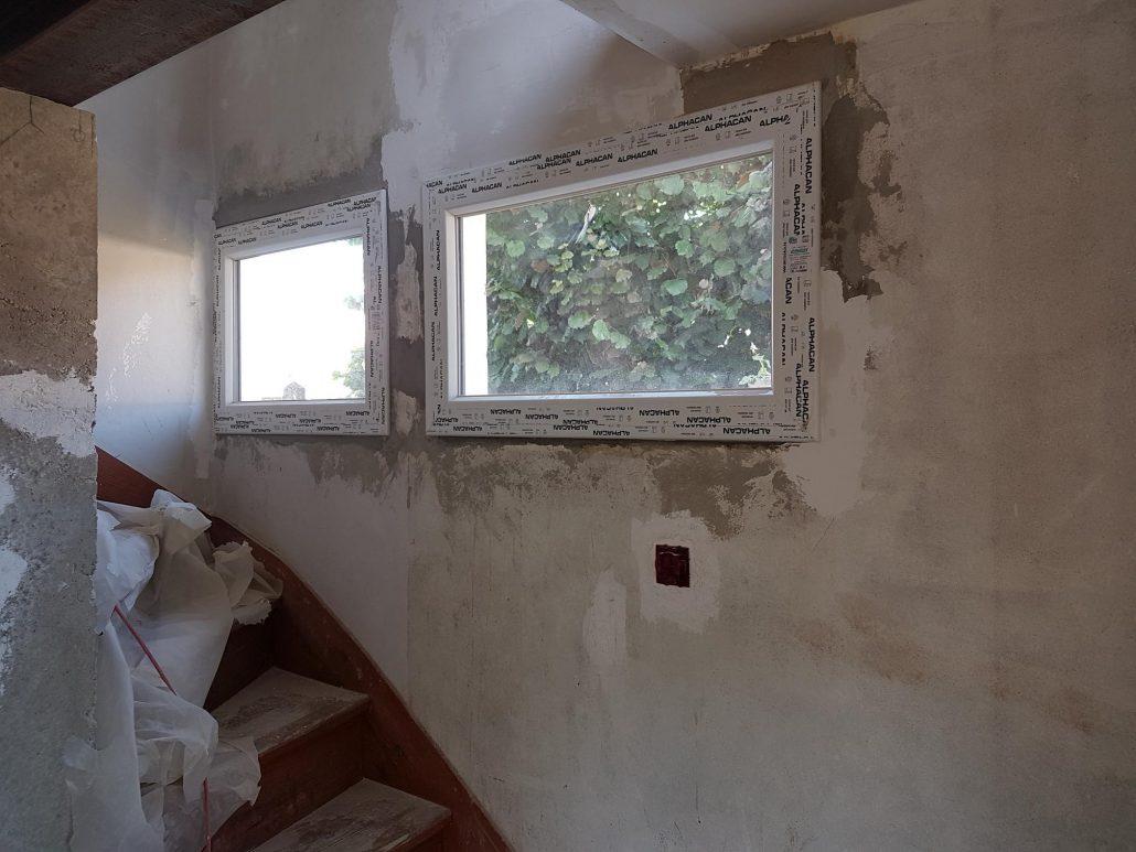 Les Menuisiers Girondins : Chantier de rénovation avec pose de fenêtres, porte-fenêtre et porte d'entrée sur la commune de Mérignac - 4