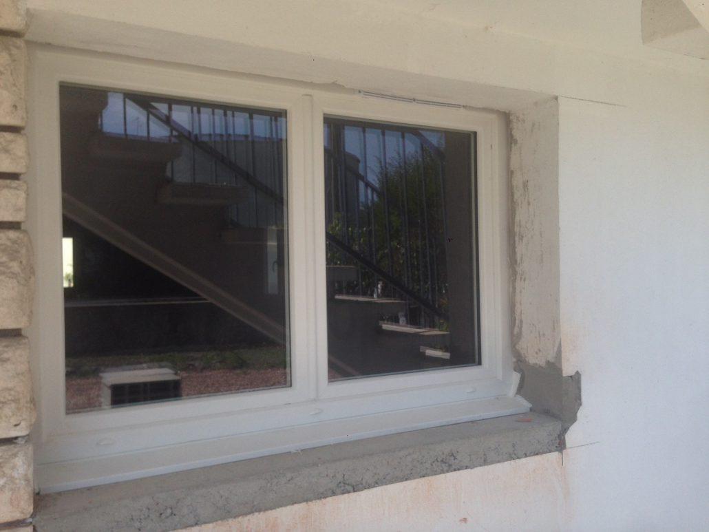 Les Menuisiers Girondins : Chantier de rénovation avec pose de différents types fenêtres, baie vitrée et porte d'entrée, en PVC et aluminium - 10