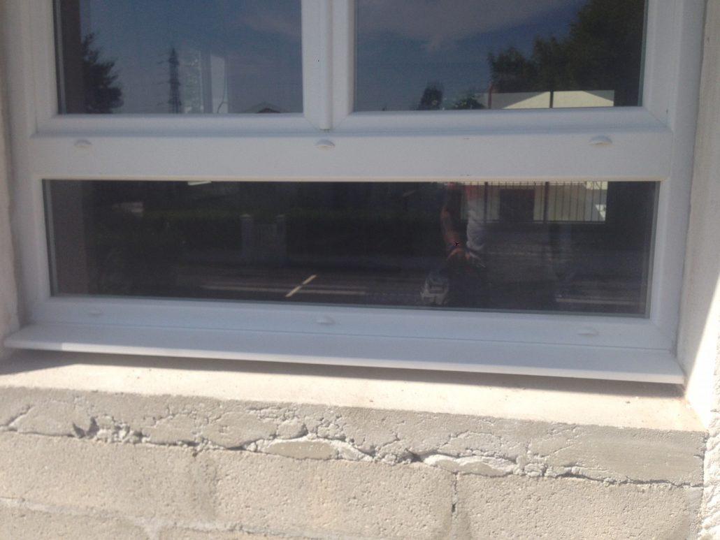 Les Menuisiers Girondins : Chantier de rénovation avec pose de différents types fenêtres, baie vitrée et porte d'entrée, en PVC et aluminium - 13