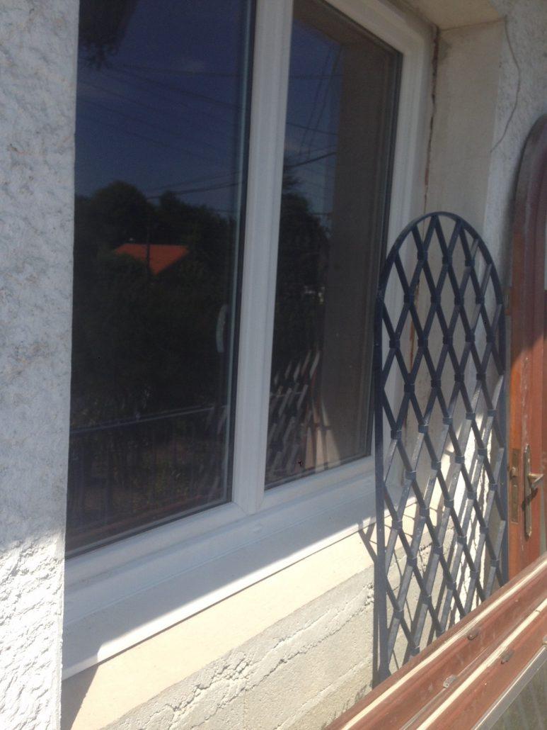 Les Menuisiers Girondins : Chantier de rénovation avec pose de différents types fenêtres, baie vitrée et porte d'entrée, en PVC et aluminium - 14