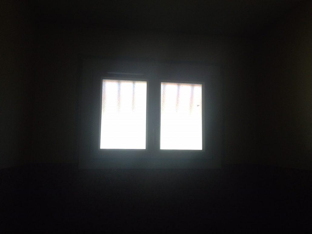 Les Menuisiers Girondins : Chantier de rénovation avec pose de différents types fenêtres, baie vitrée et porte d'entrée, en PVC et aluminium - 8