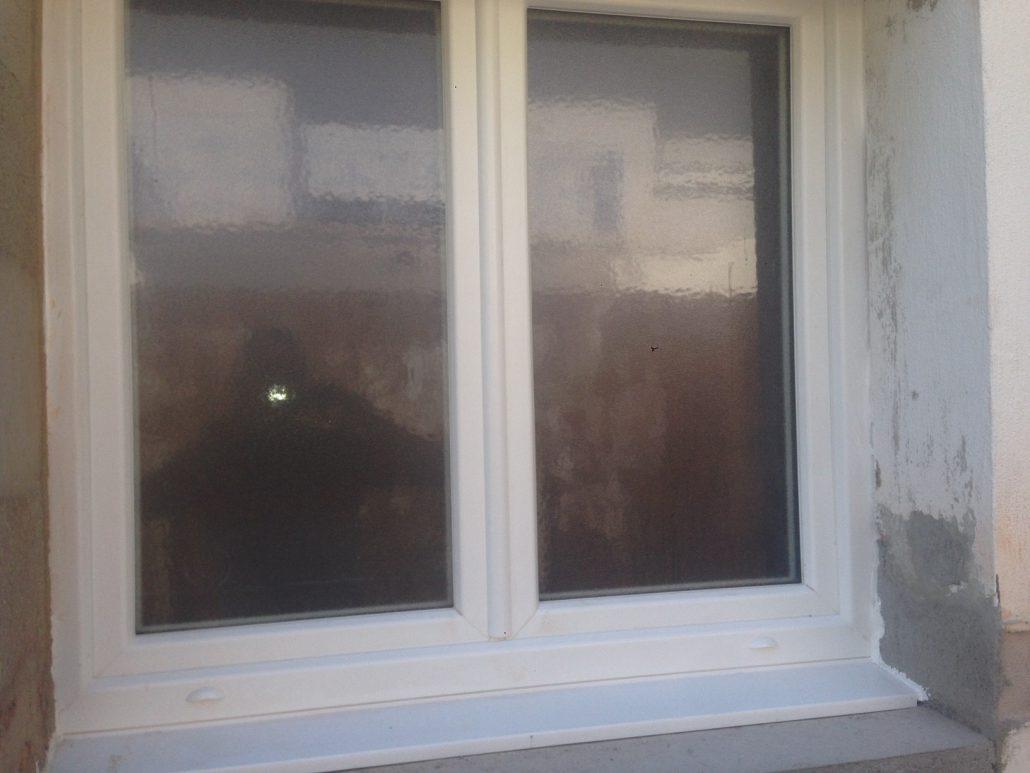 Les Menuisiers Girondins : Chantier de rénovation avec pose de différents types fenêtres, baie vitrée et porte d'entrée, en PVC et aluminium - 9