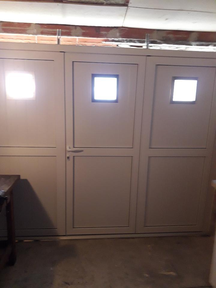 Les Menuisiers Girondins - chantier à Pessac : Changement d'une porte de garage.