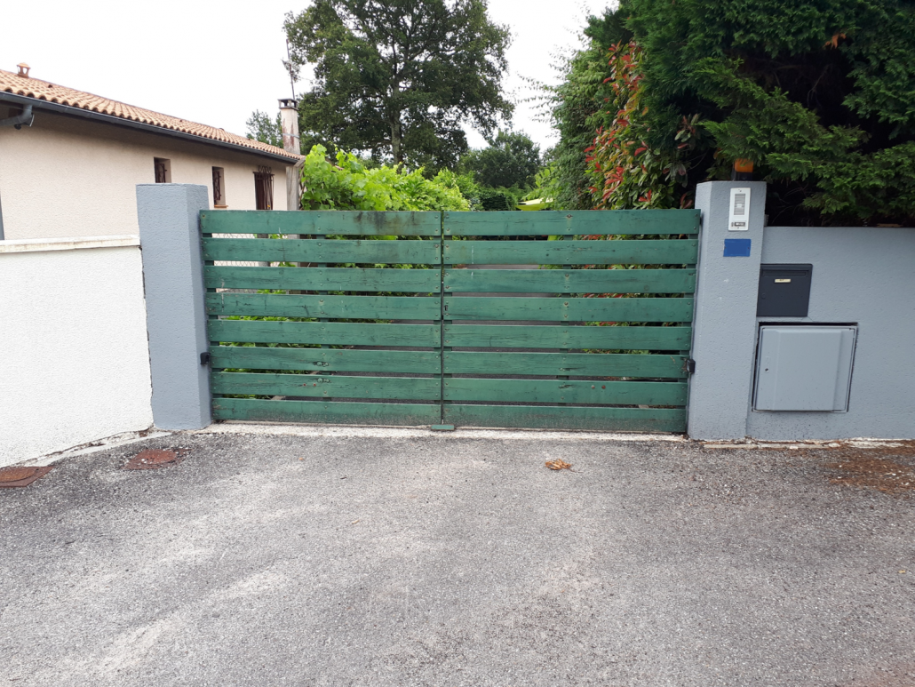Les Menuisiers Girondins - chantier à Parempuyre : Remplacement d'un portail.